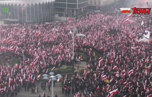 Tłumy na Marszu Niepodległości w Warszawie
