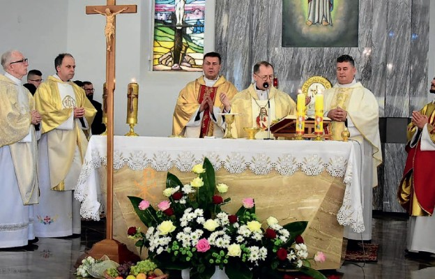 Eucharystia pod przewodnictwem bp. Mariana Rojka