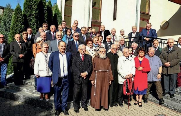 Członkowie Stowarzyszenia Przyjaciół Ziemi Drohobyckiej