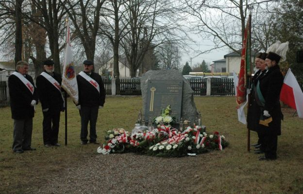 Niedośpielin uczcił Andrzeja Pełkę