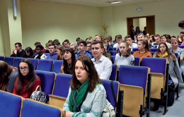 Młodzi poznali tajniki zarządzania zasobami i inwestowania