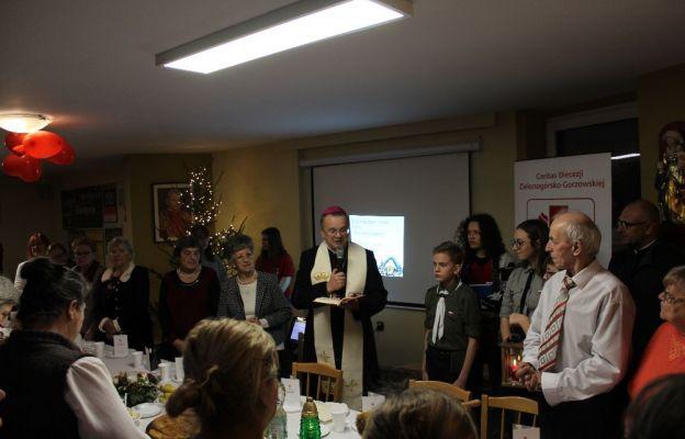 Z uczestnikami Wigilii spotkał się bp. Tadeusz Lityński