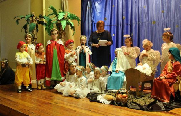 Jasełka w wykonaniu dzieci są wydarzeniem, które wprowadza nas w klimat Bożego Narodzenia.