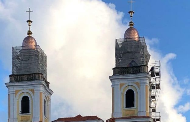 Głogów: Na wieże kościoła pw. Bożego Ciała wróciły hełmy