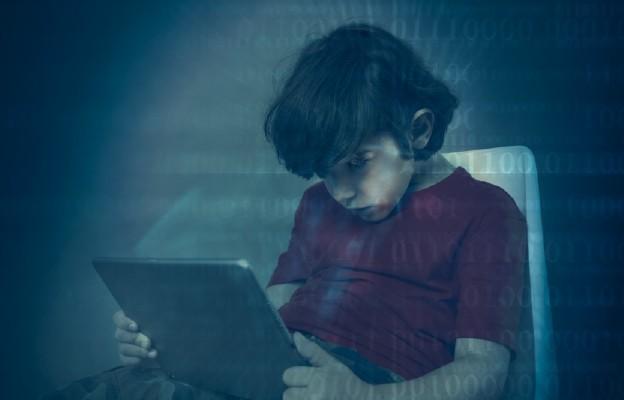 Jak uchronić dzieci przed pornografią?