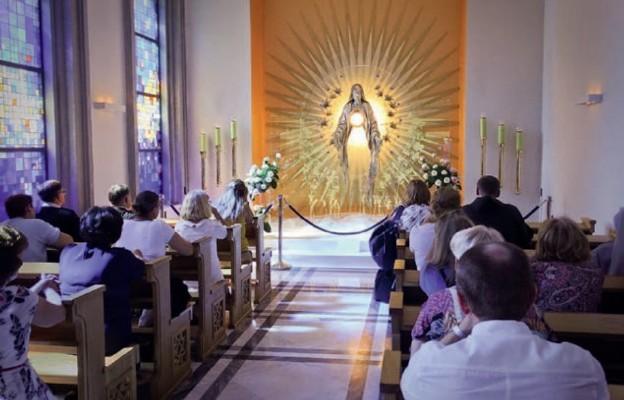 W Kaplicy Wieczystej Adoracji Najświętszego Sakramentu modlitwa trwa dzień i noc