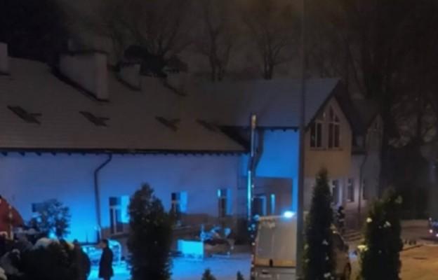 Żałoba w Chojnicach po pożarze hospicjum. Odwołane wszystkie imprezy w mieście