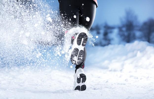 Jak biegać w chłodne dni, aby utrzymać zdrowie i kondycję?