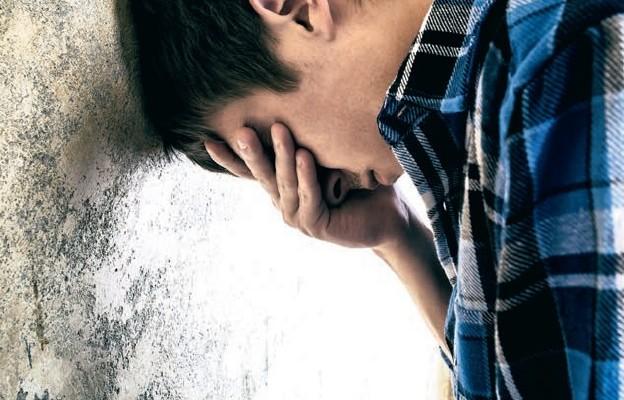 Wycofany nastolatek – młodzieńczy bunt czy początek depresji