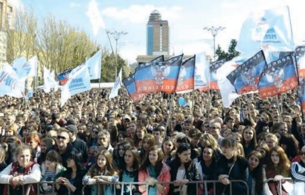 Pod flagami tzw. Donieckiej Republiki Ludowej