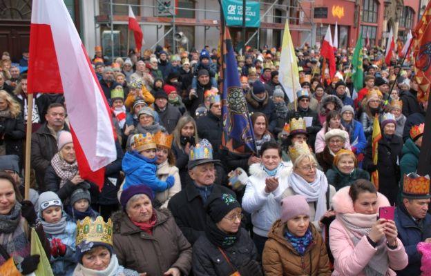 Ponad 6 tys. wiernych przeszło w Orszaku Trzech Króli w Świdnicy