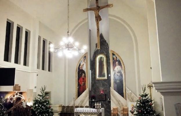 Odnowione prezbiterium będzińskiej świątyni