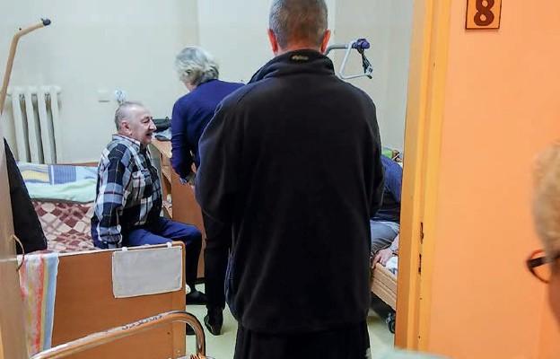 Wolontariusze wZakładzie Opiekuńczo -Leczniczym