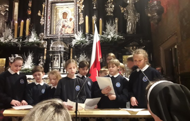 Czuwanie na Jasnej Górze poprowadzone przez uczniów Katolickiej Szkoły Podstawowej w Częstochowie