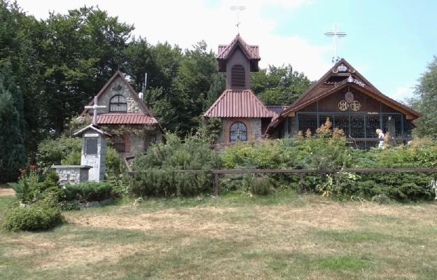 Beskidy: zmarł budowniczy górskiej kaplicy na Groniu Jana Pawła II