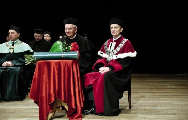 Abp Stanisław Budzik otrzymuje tytuł doktora honoris causa Uniwersytetu Przyrodniczego w Lublinie. 23 stycznia 2020 r.