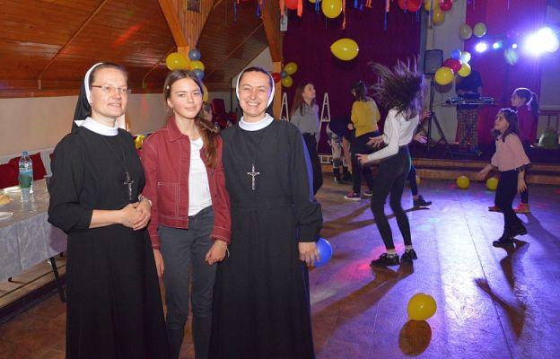 Siostry Terezjanki z dziećmi i młodzieżą z ERM-u