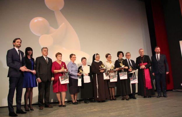 Laureaci Nagrody Lubuski Samarytanin z bp. Tadeuszem Lityńskim