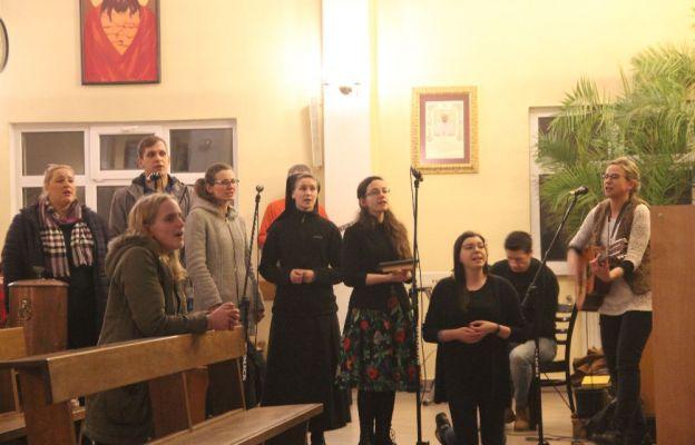 Uwielbienie w zielonogórskiej parafii franciszkańskiej