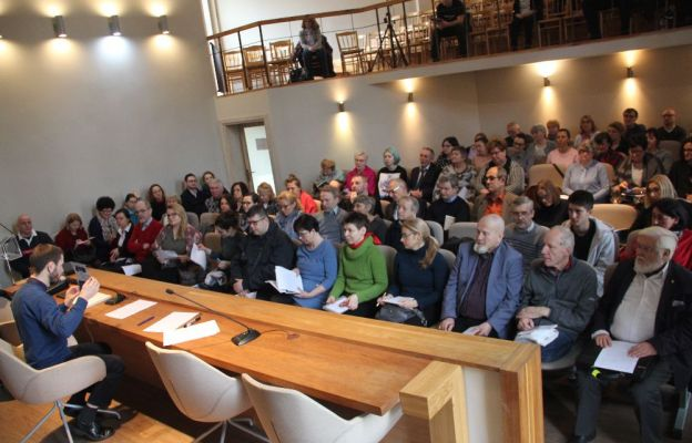 Pierwsze wykłady w Zielonej Górze odbyły się w Sali Jasnogórskiej w parafii Ducha Świętego