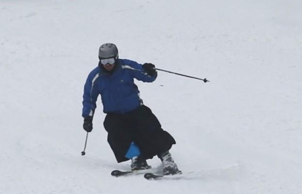 Duża popularność filmu Reutersa z Mistrzostw Polski Księży w narciarstwie