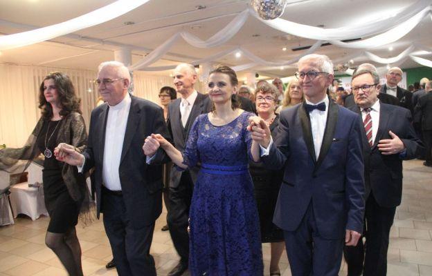 Bal tradycyjnie rozpoczął polonez