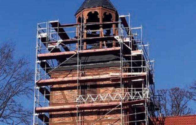 Remont wieży kościoła w Jemiołowie