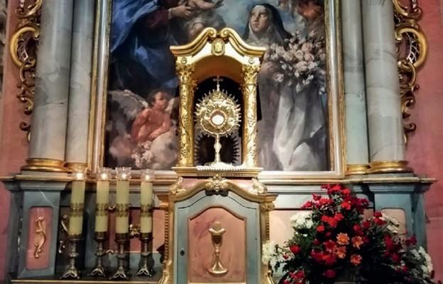 Pan Jezus w Najświętszym Sakramencie czeka na każdego z nas