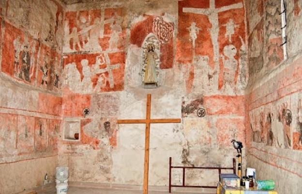 Szydłów, dobrze zachowane freski pasyjne w kościele Wszystkich Świętych