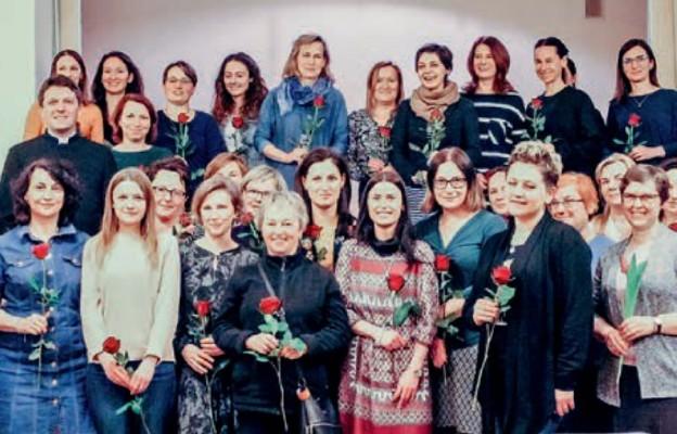 Na ostatnim spotkaniu uczestniczki rozmawiały o tym, w jaki sposób dbać o cenny dar przyjaźni i... świętowały Dzień Kobiet