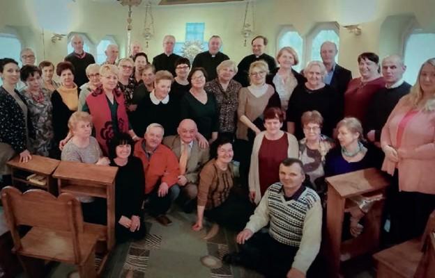 Członkowie Ruchu Rodzin Nazaretańskich