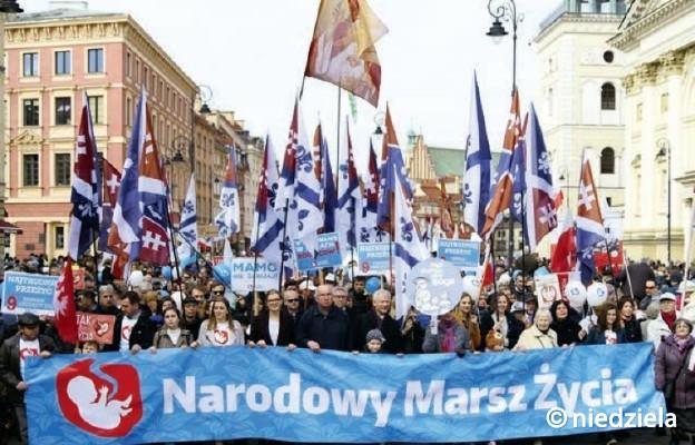 Polacy bronią życia
