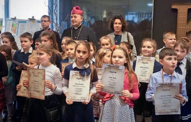 """""""Eucharystia daje życie"""" – wernisaż dziecięcych prac konkursowych"""