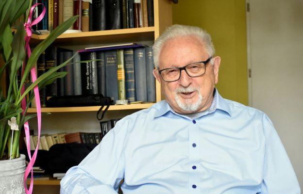 """O. Jan Ożóg SI, znany teolog, filolog klasyczny i tłumacz, m.in. """"Ćwiczeń duchownych"""" św. Ignacego Loyoli"""