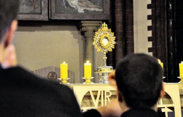 Żołnierska warta w seminarium przy Jezusie Eucharystycznym