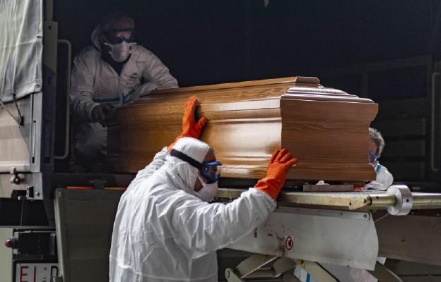 Francja: Prawie 300 nowych zgonów spowodowanych zakażeniem koronawirusem