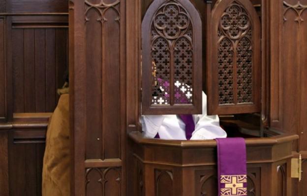 """""""Niedziela"""" w obronie zwykłych księży"""