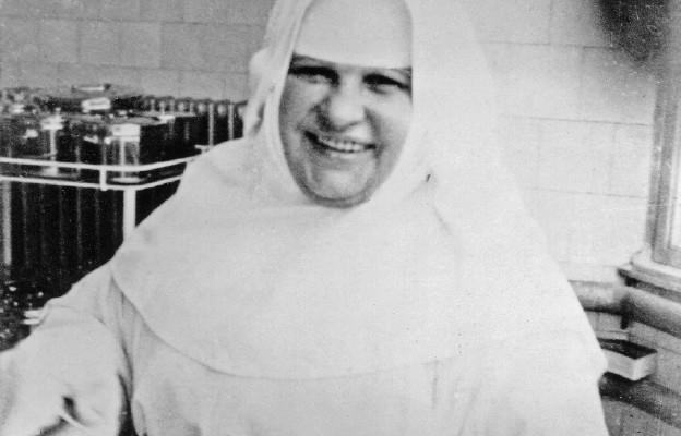 Zakonnica-pielęgniarka, która oddała życie, aby dać świadectwo krzyżowi.