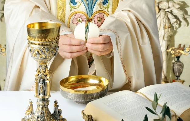 Biskupi w Boże Ciało: Eucharystia jest sakramentem miłości