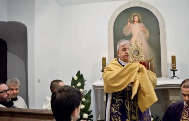 W Jędrzejowie jest kaplica adoracji