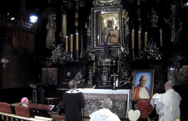 """Musicie odzyskać ducha nadziei i ufności – Apel Jasnogórski z """"Niedzielą"""" w 15 rocznicę śmierci św. Jana Pawła II"""