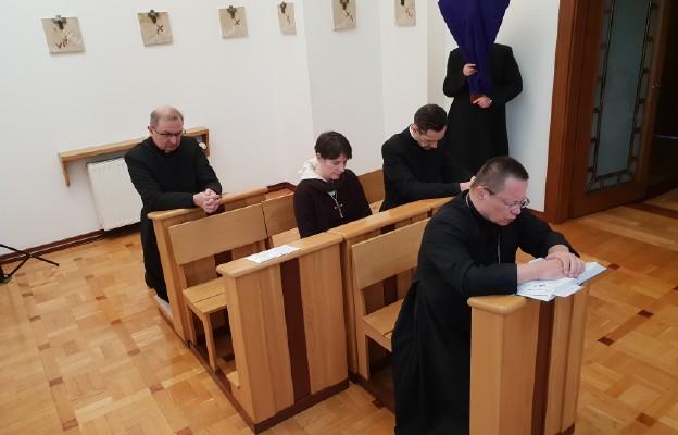 Nabożeństwo Drogi Krzyżowej w kaplicy abp. Rysia