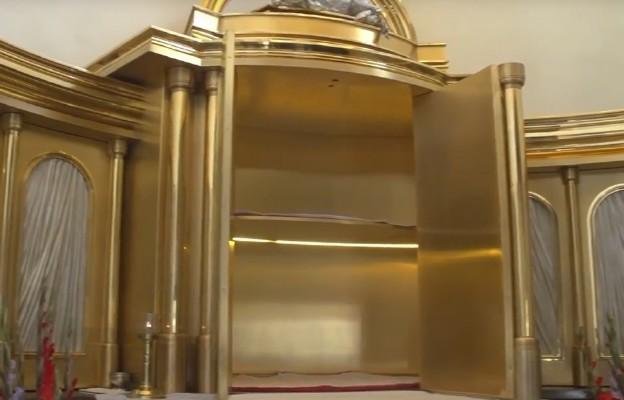 Jasna Góra: Kaplica św. Piusa X - w niej największe w Polsce tabernakulum