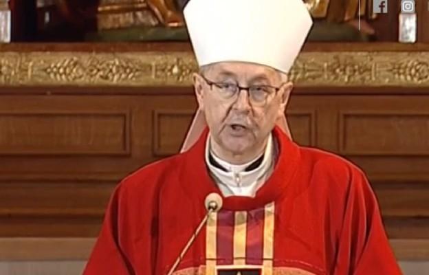 Abp Gądecki: nadzwyczajnym szafarzom Komunii św. najbardziej potrzebna jest wiara