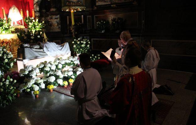 Adoracja Najświętszego Sakramentu w Grobie Pańskim