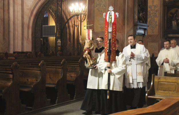 Procesja rezurekcyjna w świdnickiej katedrze - Wielkanoc 2020