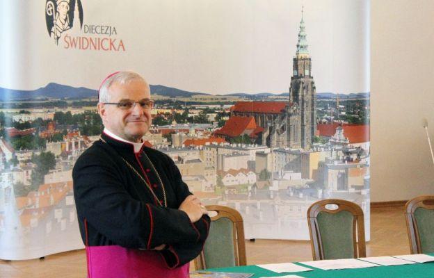 Bp Marek Mendyk w auli Świdnickiej Kurii Biskupiej