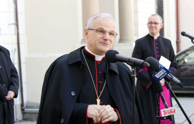 bp Marek Mendyk podczas konferencji prasowej w dniu kanonicznego objęcia diecezji świdnickiej.