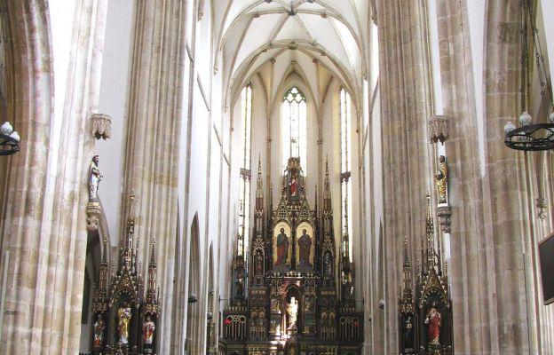 Wnętrze Bazyliki św. Piotra i Pawła w Strzegomiu