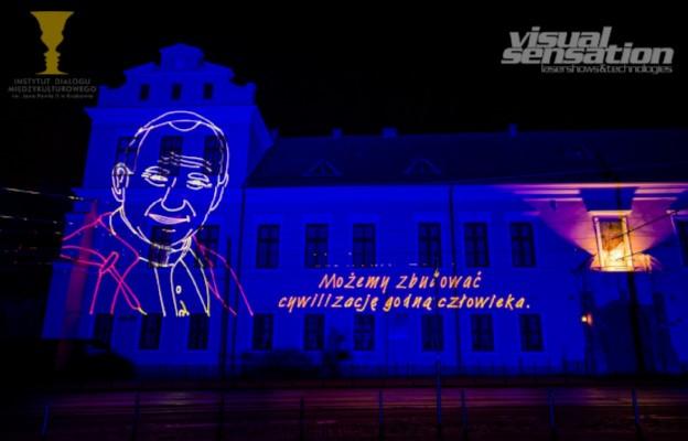 Projekcja laserowa na 100. rocznicę urodzin Jana Pawła II